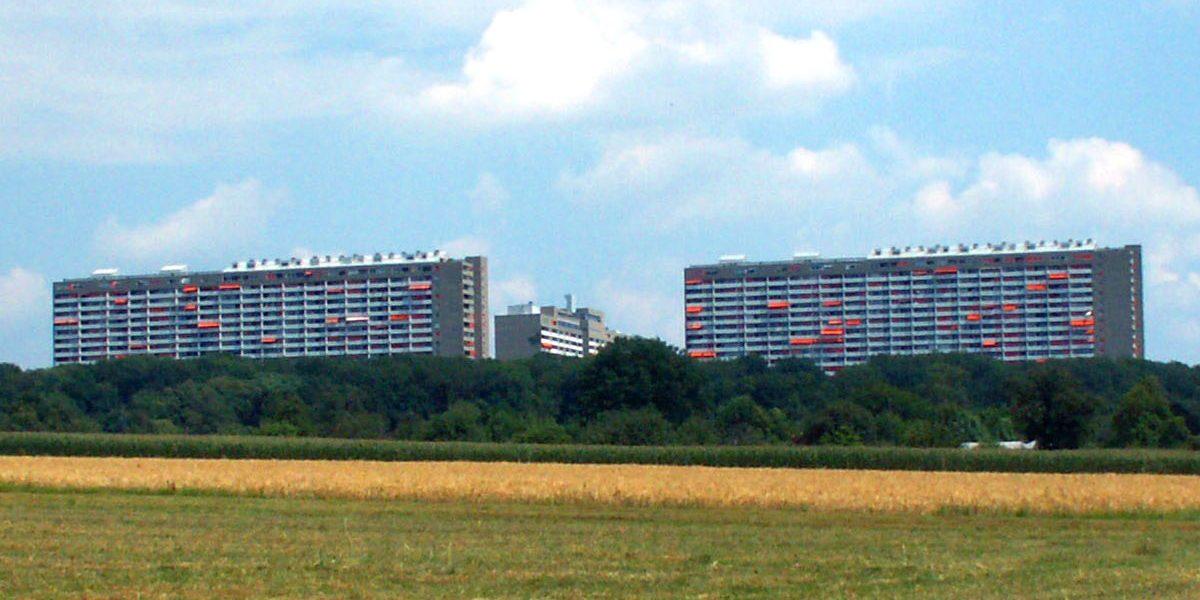 drei Hochhäuser