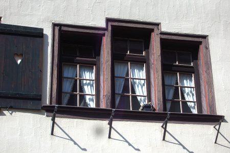 Fenster an einem historischen Gebäude