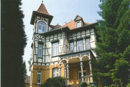 Außenansicht einer historischen Villa