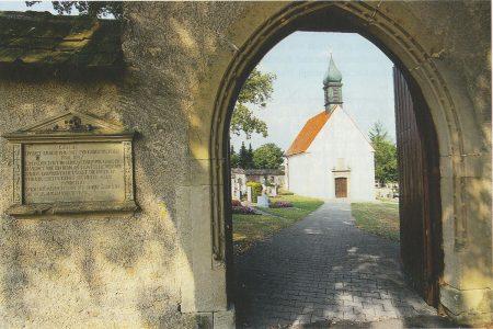 Kapelle in einem Friedhof