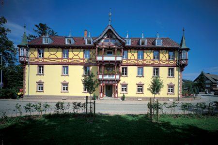 historischer Gasthof mit aufwändigem Zierfachwerk