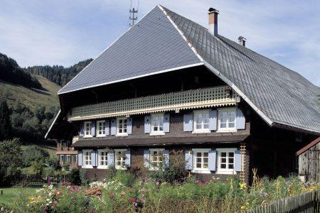 Außenansicht eines Schwarzwaldhofs