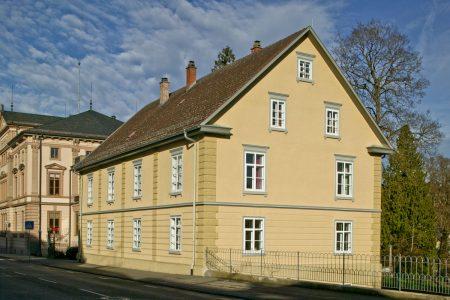 Ansicht eines gelben Hauses