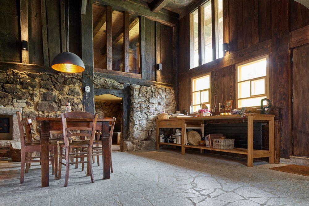 große Küche in einem Bauernhaus
