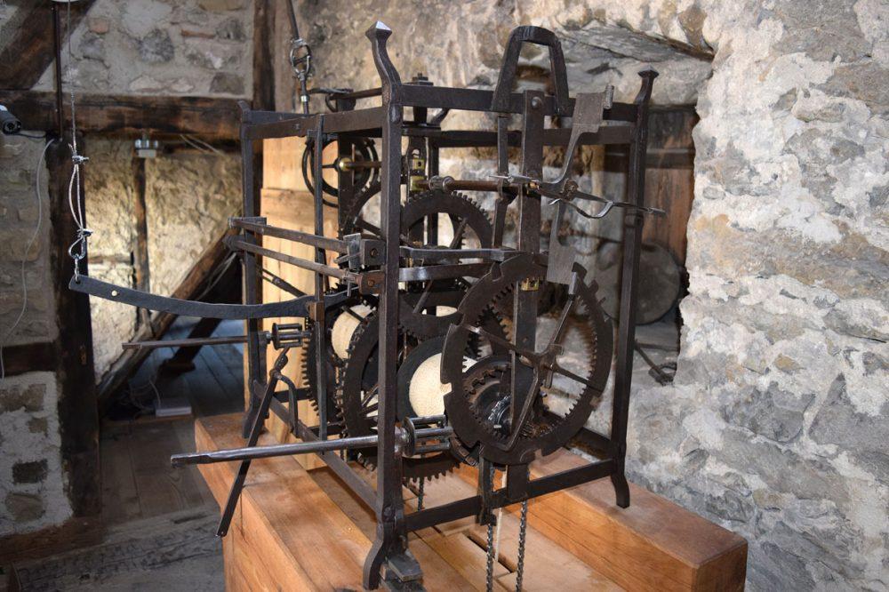 großes Uhrwerk einer Turmuhr