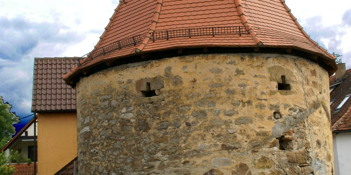 Turm mit Zeltdach