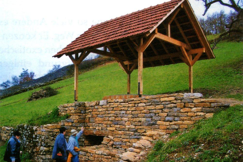 Schutzdach an einem Hang