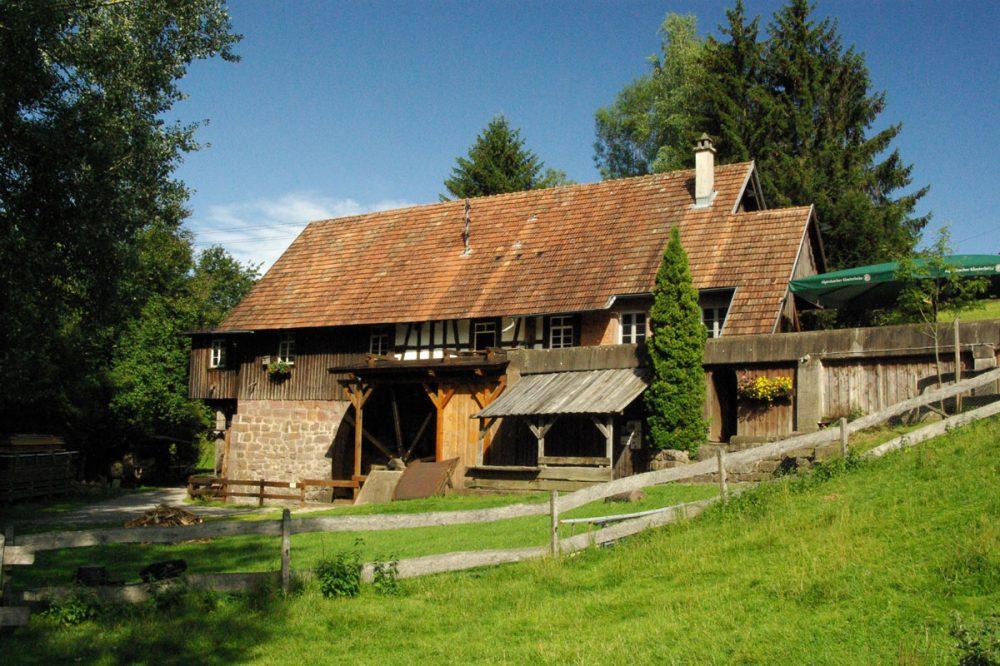 Bauernhaus im Wald