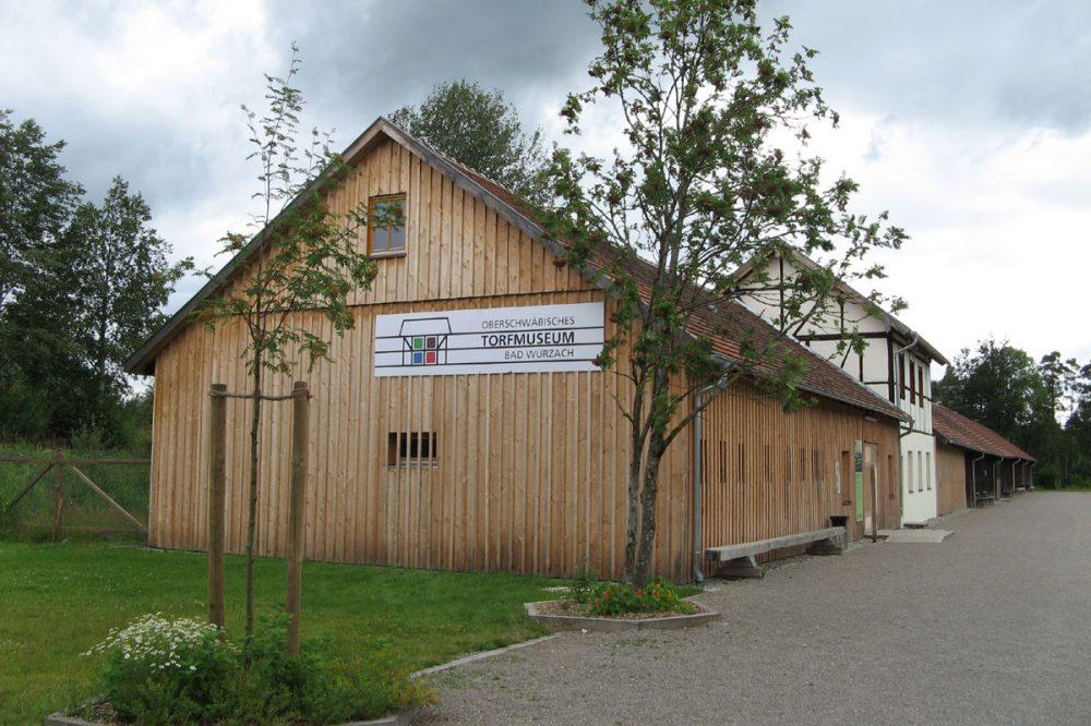 großer renovierter Holzschuppen