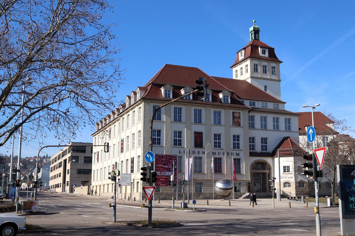 AUSGEBUCHT! Schwieriges Erbe. Linden-Museum und Württemberg im Kolonialismus