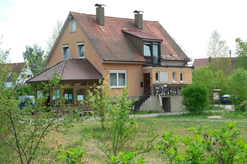 kleineres Gebäude mit Satteldach