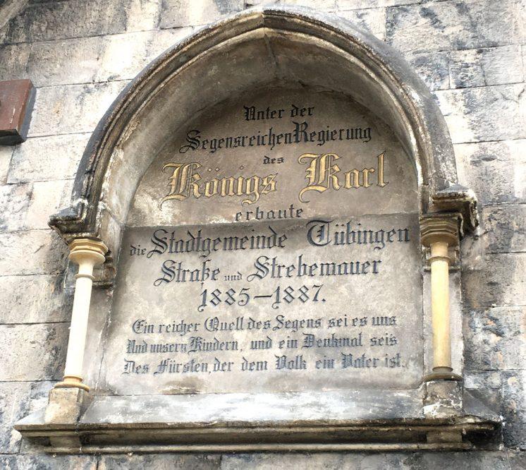 Inschrift in einer Wand