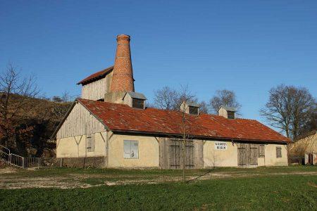 Gebäude mit Schornstein