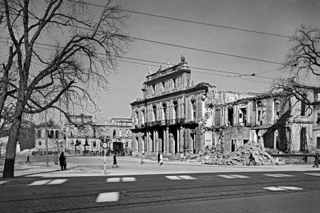 zerstörtes historisches Gebäude