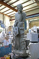 Statue in einer Bildhauerwerkstatt