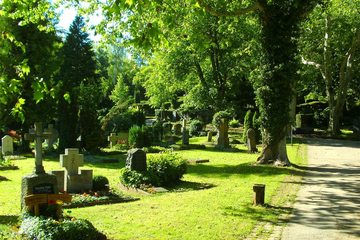 """""""Putzete"""" auf dem Stadtfriedhof"""